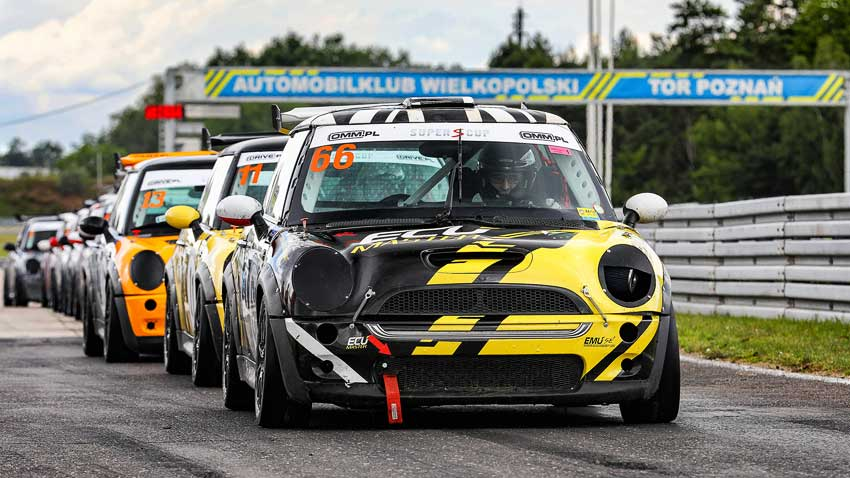 Fotografia sportowa - Wyścigowe Samochodowe Mistrzostwa Polski na Torze Poznań
